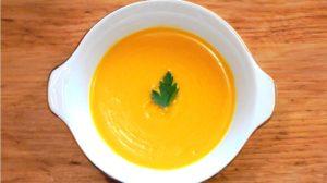 Recept voor rode mayonaise met rode palmolie en een pastasalade