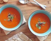 Recette de soupe aux tomates rouges au tofu et à l'huile de palme rouge