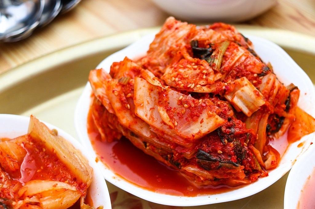 Kimchi verovert Europa. Gefermenteerde groenten bereid met hun lievelingszout zijn in.