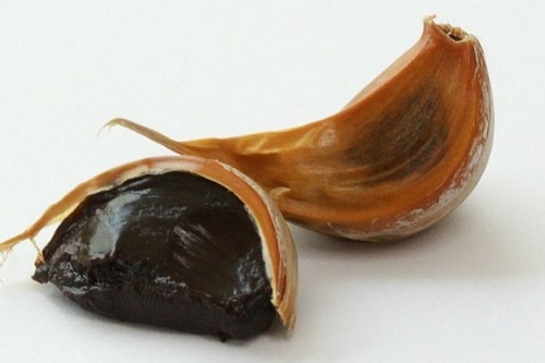 Verwenden Sie fermentierten oder schwarzen Knoblauch mit Bambussalz für eine noch bessere Wirkung.