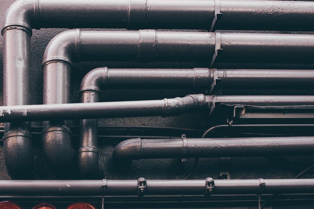 conduites sur le mur ayant un effet sur la qualité de l'eau de distribution