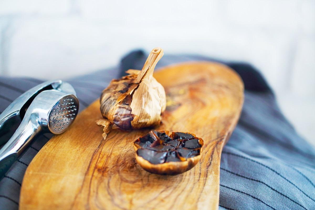 1 à 2 gram per dag aged garlic is goed en kan dienen als therapeutische dosis.