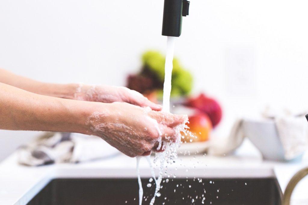 Handen overdreven veel wassen is slecht voor je weerstand.