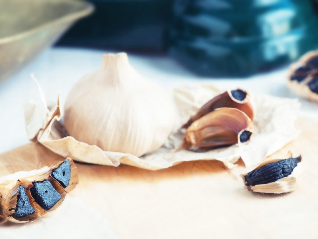 The process of transforming from regular garlic to fermented garlic