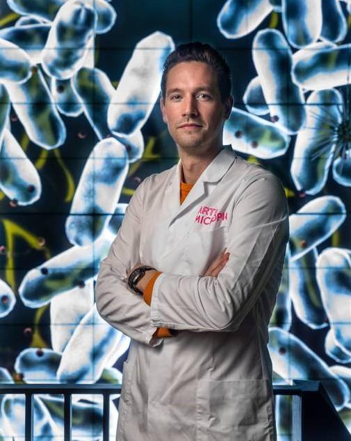Jasper Buikx, microbioloog bij Artis-Micropia